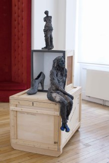 Venus (avec Agnès) - grès enfumé, pigments acrylique, cuivre
